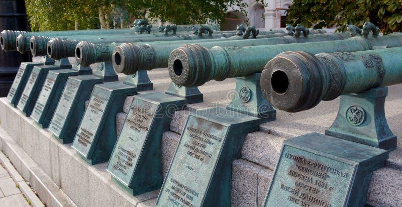 Canhões no Kremlin de Moscou foto de stock