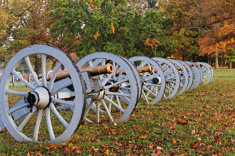 Canhões no parque histórico nacional da forja do vale foto de stock