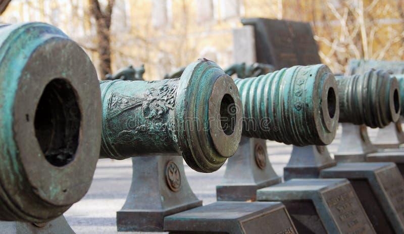 Canhões velhos no Kremlin de Moscovo fotografia de stock royalty free