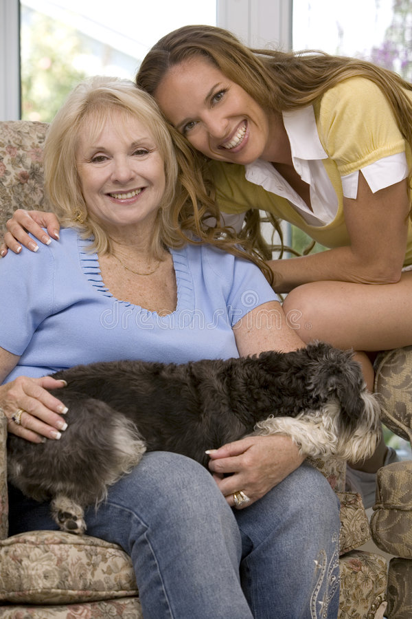 Cani e famiglia fotografie stock libere da diritti