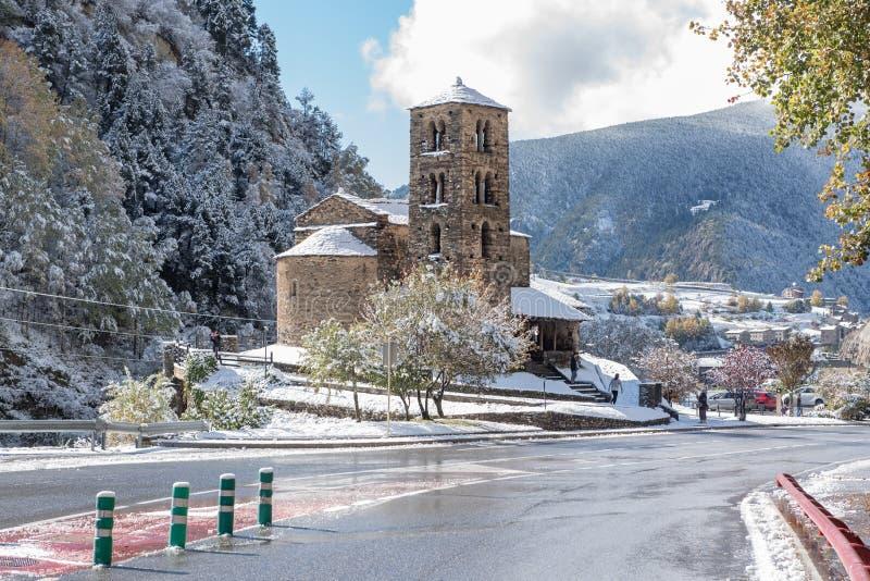 Canillo Andorra 1 November 2018: Insnöade Sant Joan de Caselles Church i Canillo Andorra la Vella, Andorra arkivfoton