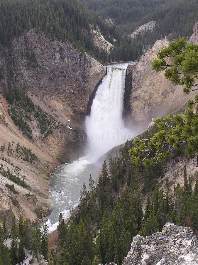 Download Canion Watervallen In Yellowstone Stock Afbeelding - Afbeelding bestaande uit water, indiërs: 36927