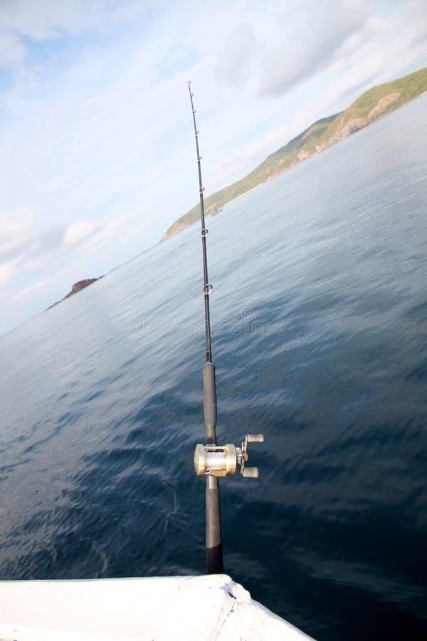 Canna da pesca su una barca immagini stock libere da diritti