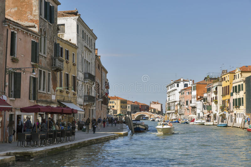 Cannaregio kanału i Trzy łuków most w Wenecja, Włochy fotografia stock
