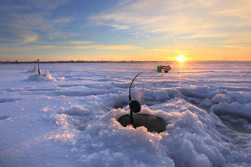 Canne à pêche au sujet des puits photo stock