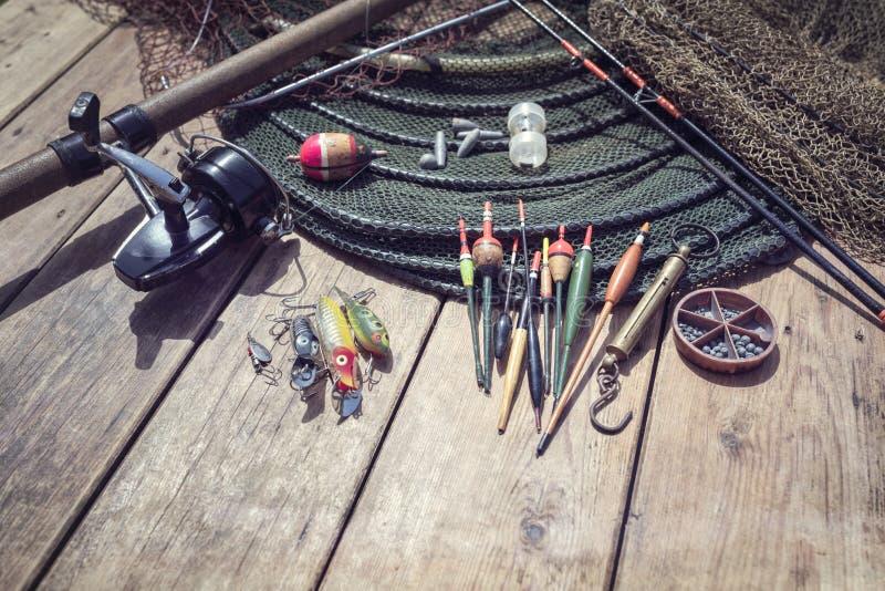 Canne à pêche, bobine, flotteurs et fond d'attirail photo libre de droits