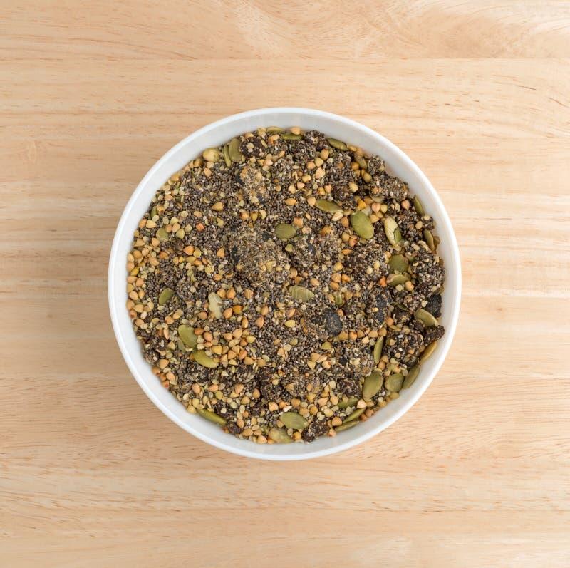 Canneberge de Chia et céréale de petit déjeuner de graines de citrouille dans la cuvette images libres de droits