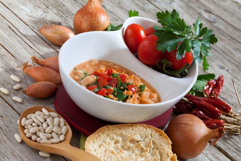 Cannellini-Bohnensuppe stockbild