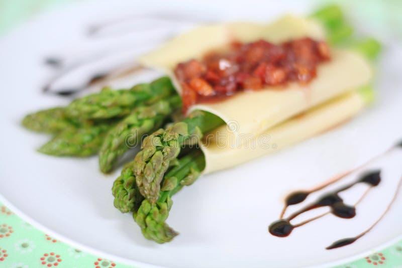 Cannelloni avec l'asperge image libre de droits