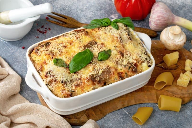 Cannelloni de champignon et de jambon photos libres de droits
