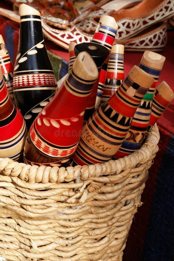Cannelures traditionnelles de reedpipe de Mostar dans le panier image libre de droits