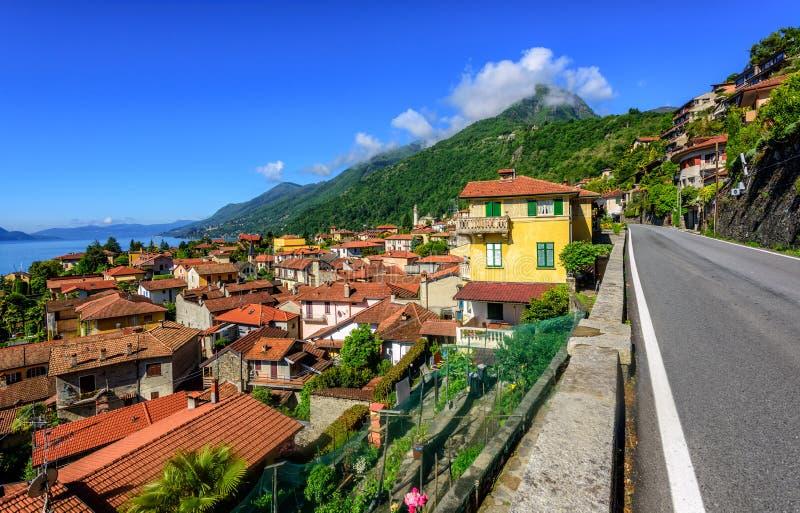 Cannero gammal stad, Lago Maggiore, Italien arkivbild
