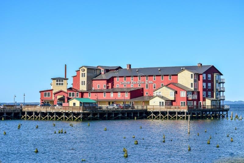 Cannery mola zdrój na Kolumbia rzece w Astoria i hotel zdjęcie stock