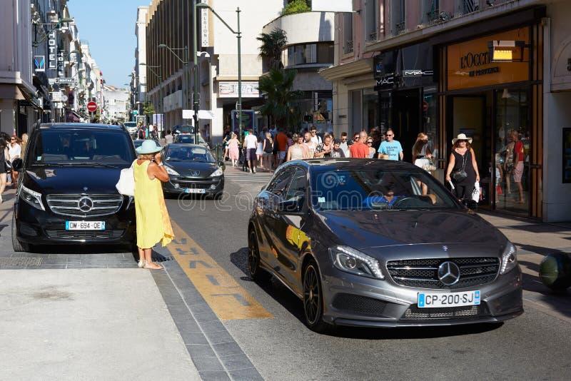 Cannes, beroemde rue d'Antibes het winkelen straat stock foto's