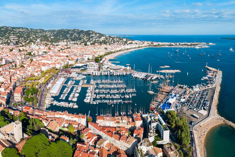 Cannes flyg- panoramautsikt, Frankrike arkivbild