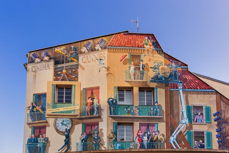 Cannes, Francia - 7 de agosto de 2017: Pinturas con escenas del fam imágenes de archivo libres de regalías