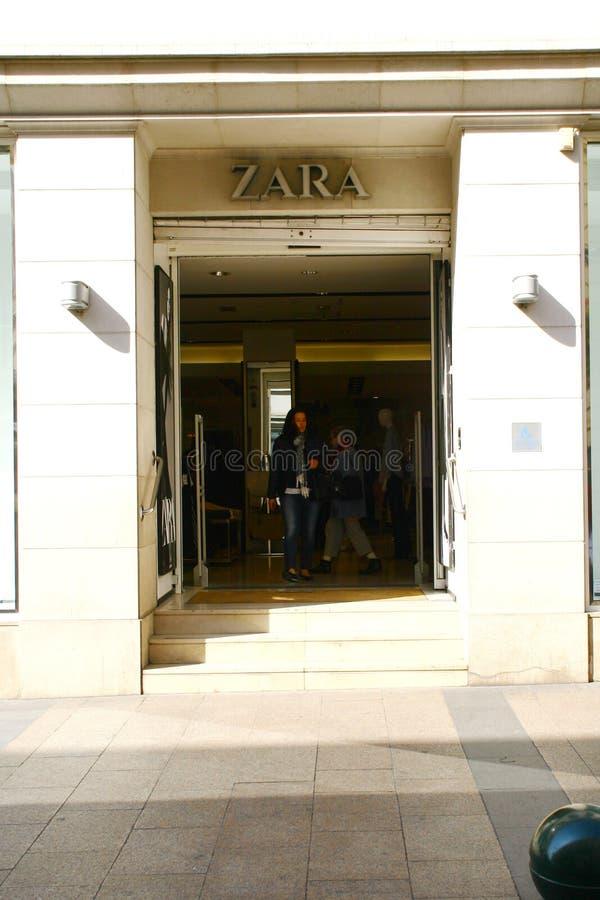 Cannes, Frankrijk, 27 03 2017, Winkel Zara royalty-vrije stock afbeelding