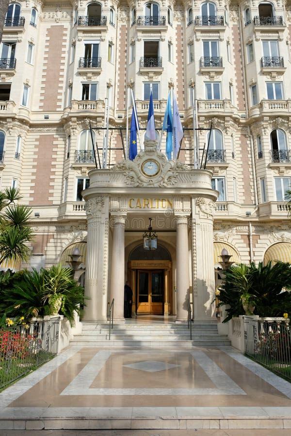 Cannes Frankrike - Oktober 25, 2017: sikt för främre ingång av fet royaltyfria bilder