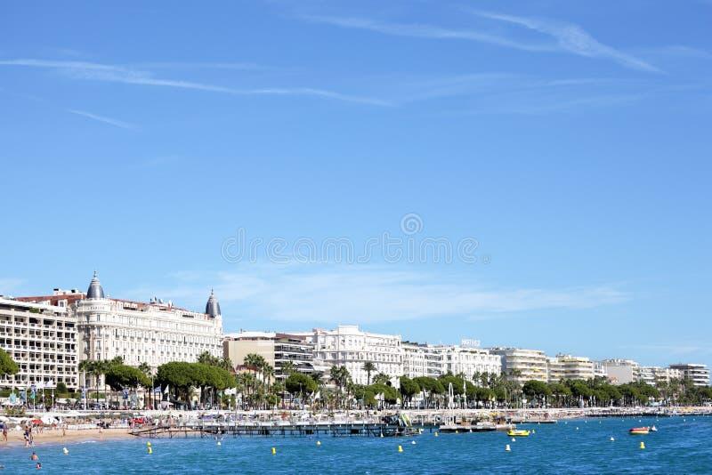 Cannes plaża i Carlton Międzynarodowy hotel obraz royalty free