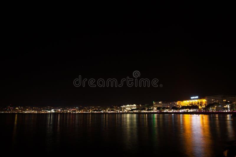 Cannes plaży nocy widok, Francja zdjęcie royalty free