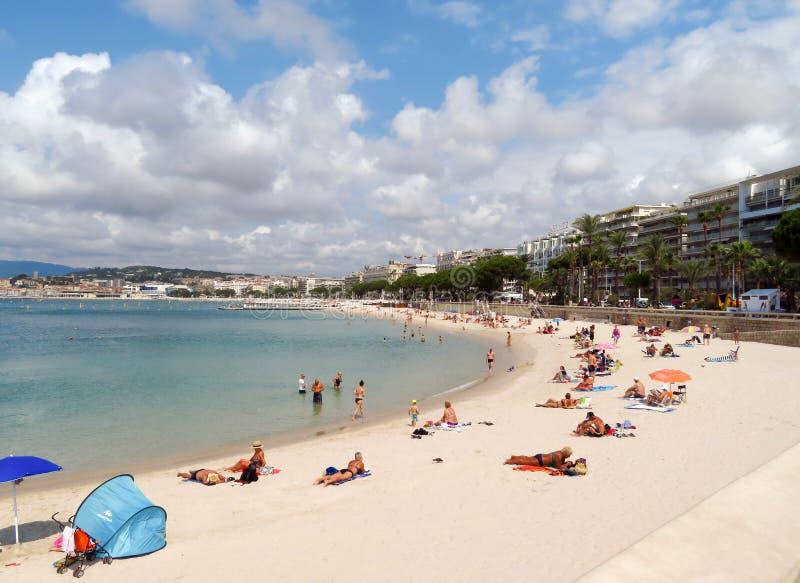 Cannes - spiaggia pubblica immagini stock