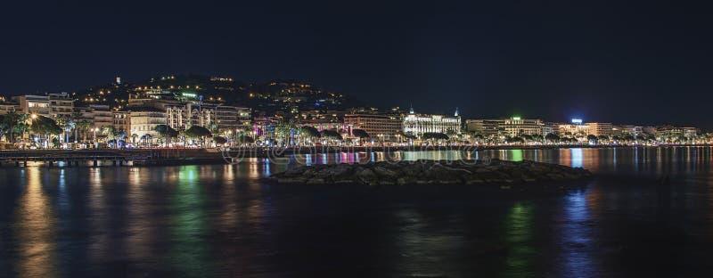 Cannes vid natt royaltyfria foton
