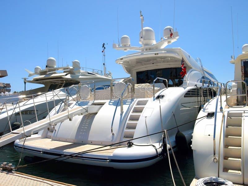 Cannes - yacht di lusso fotografie stock libere da diritti