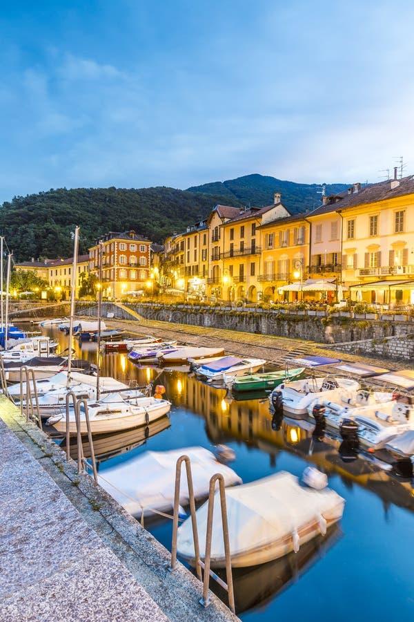 Cannobio sur le lac Maggiore, dans le secteur de Pi?mont, l'Italie photographie stock
