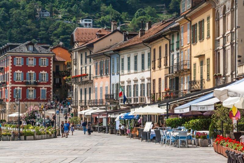 Cannobio taly am 1. August 2012: Mittelalterliche Häuser im Stadtpia lizenzfreies stockfoto