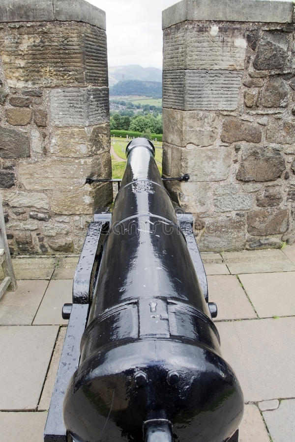 Free Cannon Between Battlements Of Castle Stock Images - 35478804
