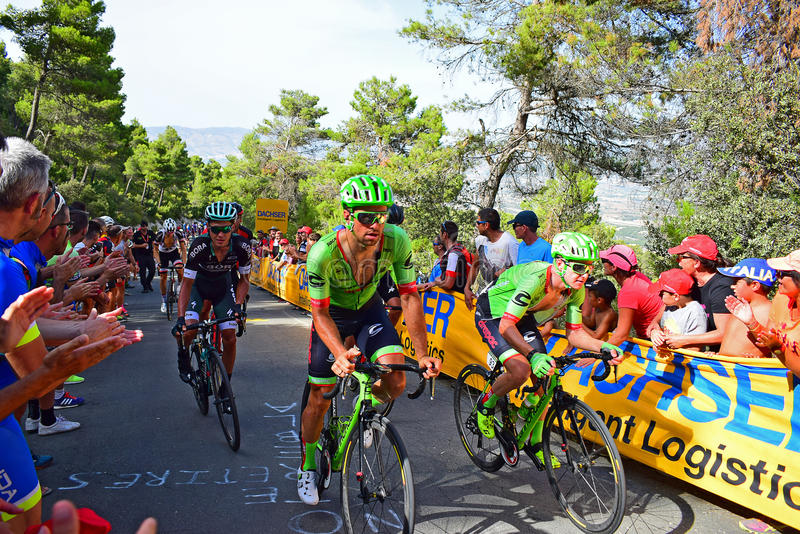 Cannondale Drapac La Vuelta España Cycle Race. Crowds line the route as the riders takes on a 20% hill in the 2017 La Vuelta Espana bike race stock image