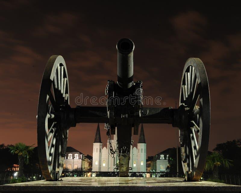 Cannone davanti al quadrato di Jackson immagine stock