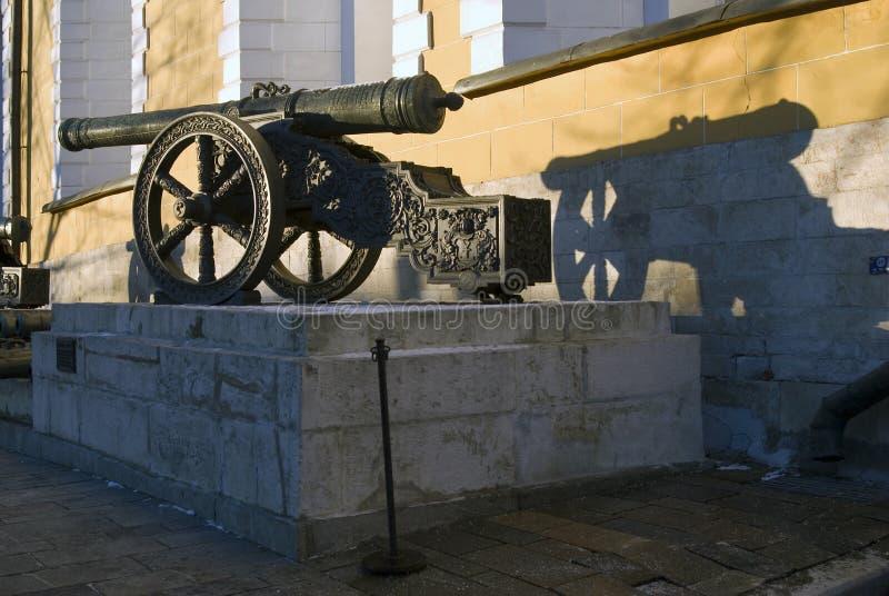 Cannoni antichi mostrati a Mosca al Cremlino immagini stock libere da diritti