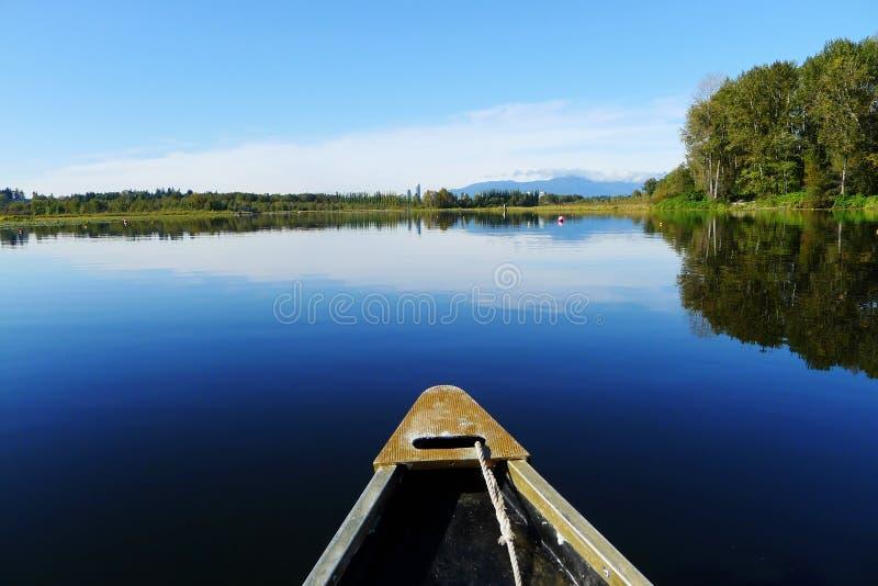Canoë-kayak dans le lac Burnaby en été photo stock