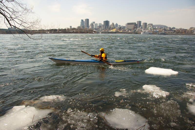 canoë-kayak glacé de rivière photographie stock