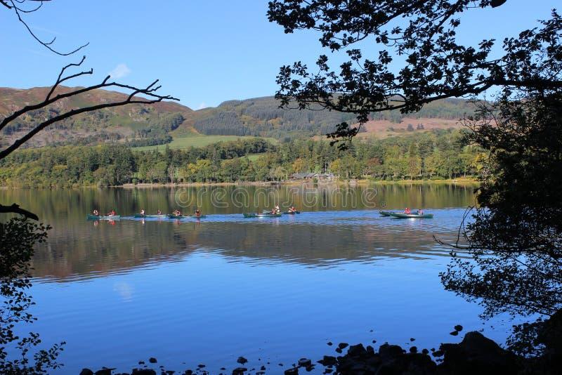 Canoës sur Ullswater, secteur anglais de lac photos libres de droits