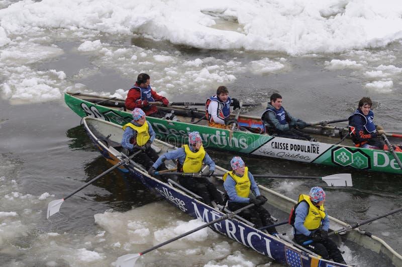 Canoa 4 que compiten con del hielo fotos de archivo