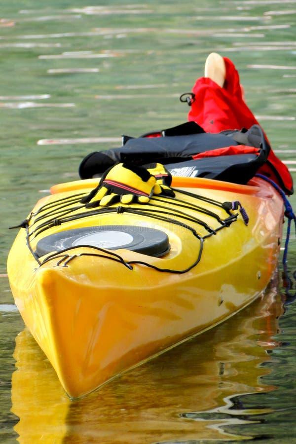 Canoa amarilla imágenes de archivo libres de regalías