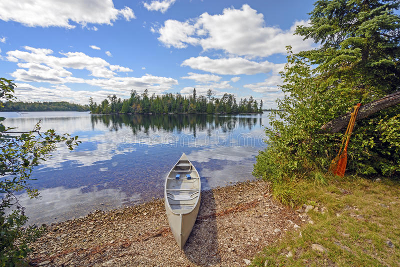 Canoa dentro per il giorno fotografie stock libere da diritti