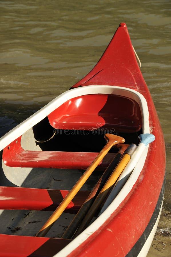 Canoa roja fotografía de archivo