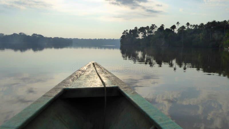 Canoa sul lago Sandoval fotografia stock libera da diritti