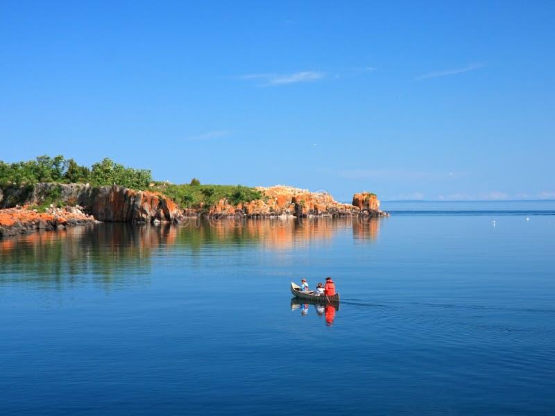 Canoa sul superiore di lago fotografie stock libere da diritti