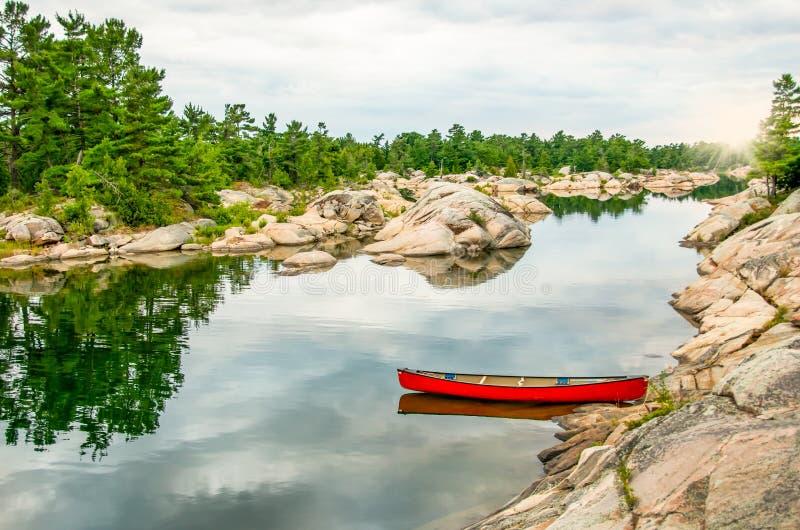 Canoa vermelha foto de stock