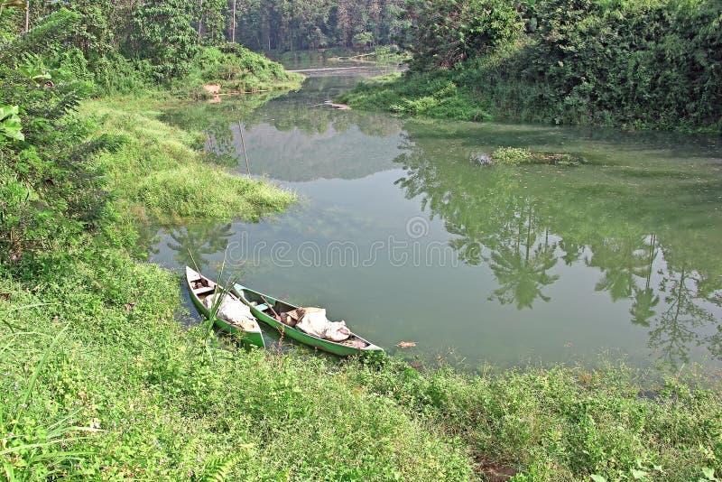 Canoas ancoradas da pesca fotografia de stock