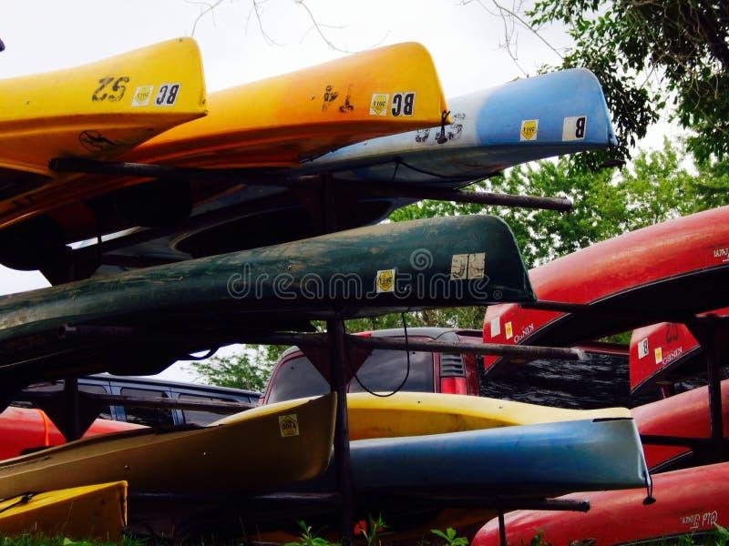 Canoas coloridas foto de archivo