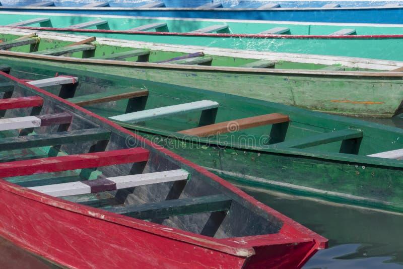 Canoas de colores fotografia stock libera da diritti