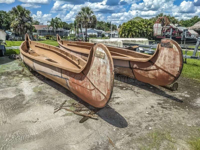 Canoas de madera grandes fotos de archivo libres de regalías