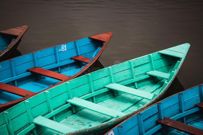 Canoas de Pokhara fotos de archivo