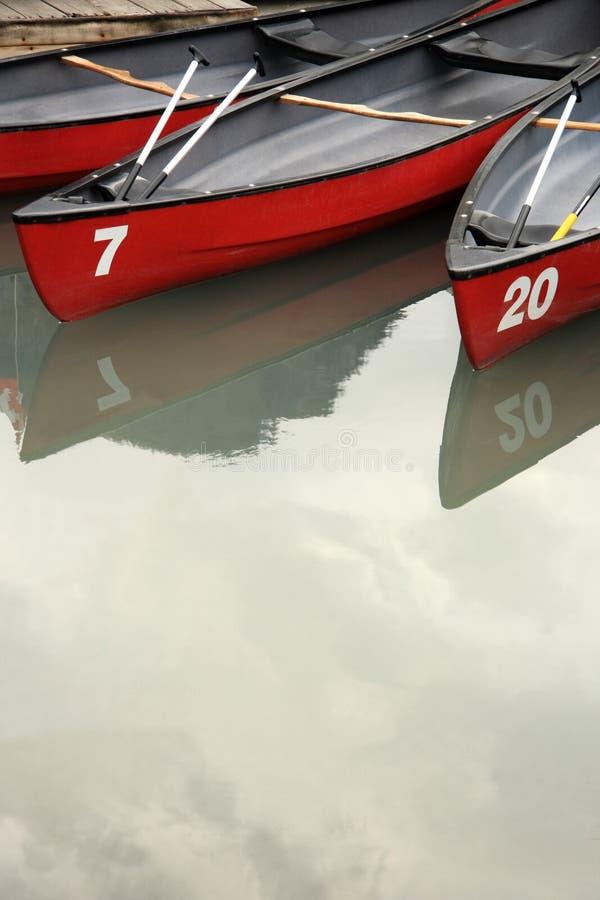 Canoas en descanso fotografía de archivo libre de regalías
