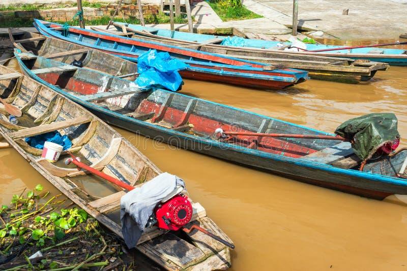 Canoas nas Amazonas imagem de stock royalty free